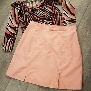 EUC IZOD peach colored skort